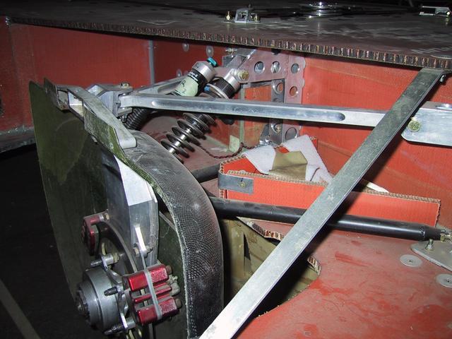 Aurora 4 > Front Suspension